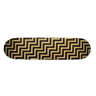 黒い金ゴールドのグリッターのジグザグ形のストライプなシェブロンパターン スケートボード