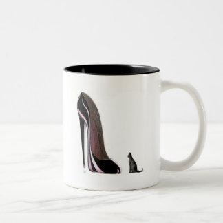 黒い靴および猫の崇拝! ツートーンマグカップ