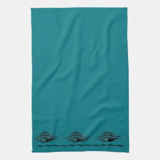 黒い魚が付いているティール(緑がかった色)の青い背景 キッチンタオル