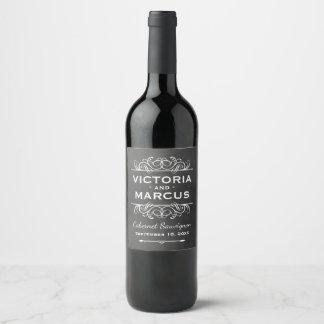 黒い黒板の結婚式のワイン・ボトルの好意 ワインラベル