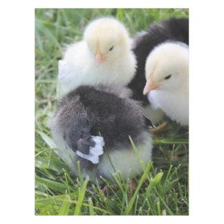 黒い4および黄色い赤ん坊の鶏のひよこ テーブルクロス