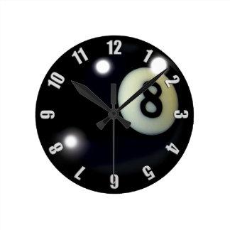 黒い8ボールのゲームの時計のデザイン ラウンド壁時計