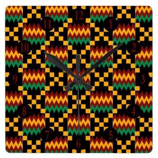 、黒い、緑黄色い、赤はKenteの布に番号を付けます スクエア壁時計