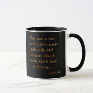黒いw/Anais Ninの引用文の陶磁器のマグのJennie マグカップ