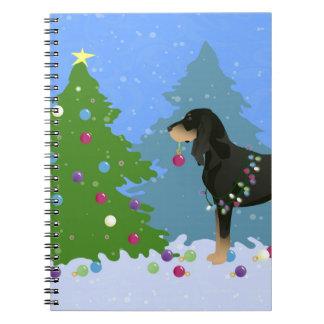 黒およびクリスマスツリーを飾っているタンのCoonhound ノートブック