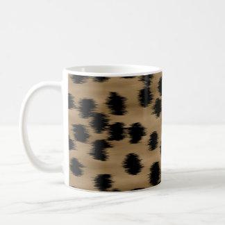 黒およびブラウンのチータのプリントパターン コーヒーマグカップ