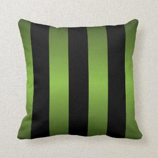 黒およびライムグリーンのストライプ クッション