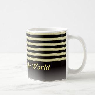 黒および金ゴールドのストリップのクラシックで白いコーヒー・マグ コーヒーマグカップ