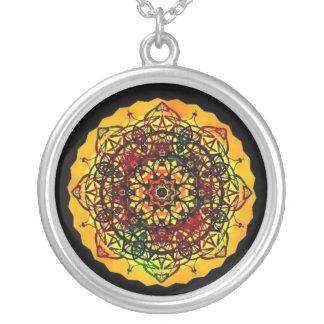 黒および金ゴールド力の曼荼羅のネックレス シルバープレートネックレス