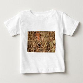 黒くおよび赤いフィンチ田園クイーンズランドオーストラリア ベビーTシャツ