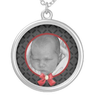 黒くおよび赤い写真のネックレス シルバープレートネックレス
