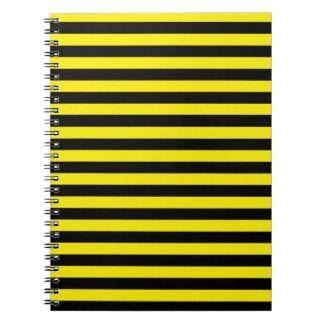 黒くおよび黄色のストライプのノート ノートブック