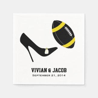 黒くおよび黄色のフットボールのカスタムな結婚式のナプキン スタンダードカクテルナプキン