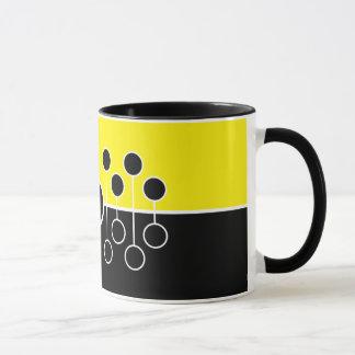 黒くおよび黄色のマグ-複数の異なったモデル マグカップ