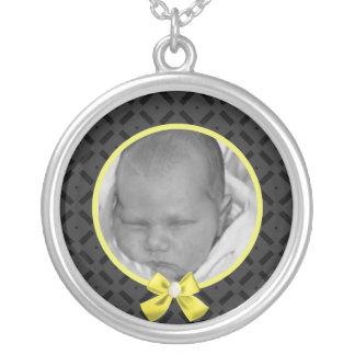 黒くおよび黄色の写真のネックレス シルバープレートネックレス