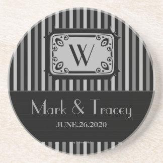 黒くか白いモノグラムの結婚式のコースター サンドストーンコースター
