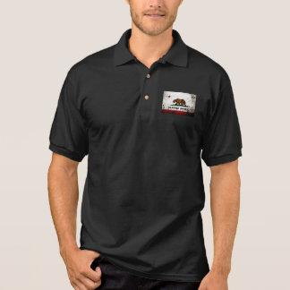 黒くグランジなカリフォルニア州の旗 ポロシャツ