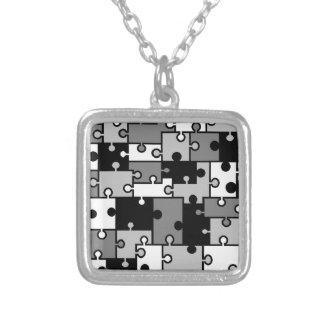 黒く及び白いパズルのネックレス-シダのサバンナによる… シルバープレートネックレス