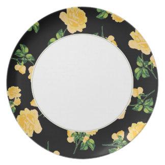 黒く及び白いプレートの黄色バラの花パターン プレート