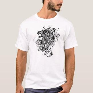 黒く及び白いライオンのヘッド入れ墨のスタイル Tシャツ