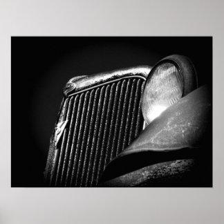 黒く及び白いヴィンテージ車のグリル ポスター