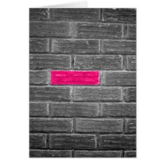 黒く及び白い壁のピンクの煉瓦 カード