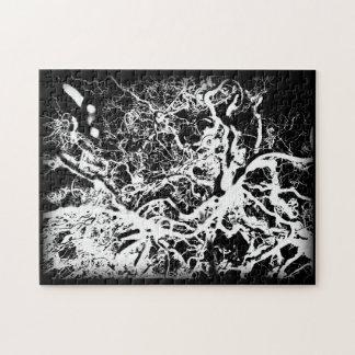 黒く及び白い歪んだ木の抽象的な写真撮影 ジグソーパズル
