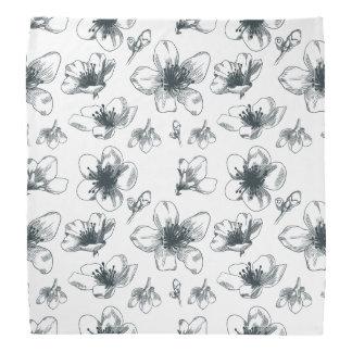 黒く及び白い花パターン バンダナ