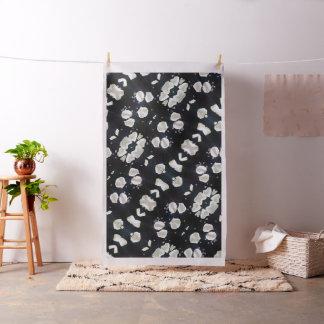 黒く及び白い花柄 ファブリック