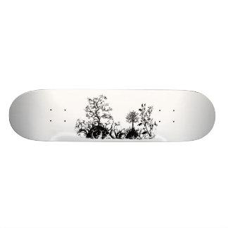 黒く及び白く渦巻形のな景色の木フルーツの丘 スケートボード