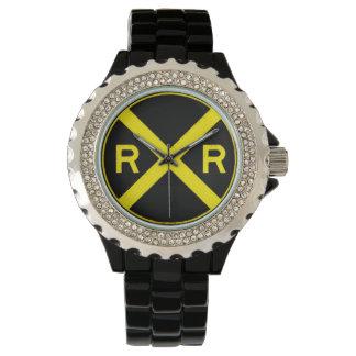 黒く及び黄色の踏切の印 腕時計