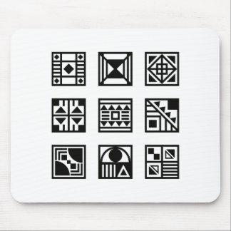 黒く幾何学的な種族パターンマウスパッド マウスパッド