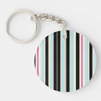 黒く青く白いピンクの縦ストライプパターン キーホルダー