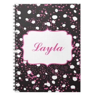 黒く、白いおよびピンクのかわいらしい落書きのスタイル ノートブック