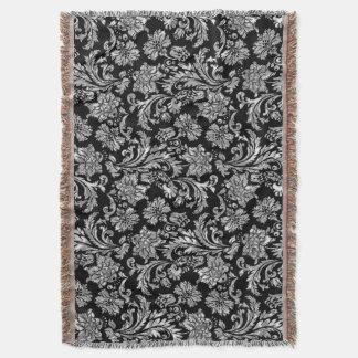 黒く、金属銀製のヴィンテージの花柄のダマスク織 スローブランケット
