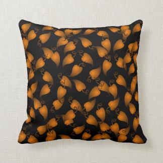 黒く、銅のつる植物の葉の装飾用クッション クッション
