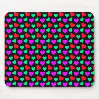 黒のかわいい紫色のティール(緑がかった色)の小さい赤いハート マウスパッド