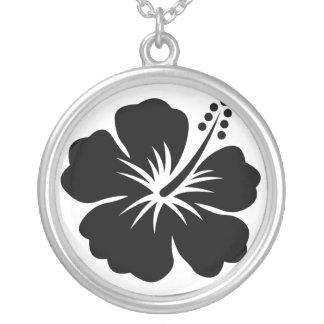黒のアロハ花のネックレス シルバープレートネックレス