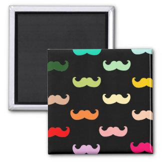 黒のカラフルな虹の髭パターン マグネット