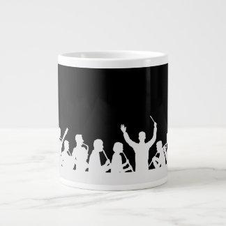 黒のコンダクターおよびバンド白の輪郭 ジャンボコーヒーマグカップ