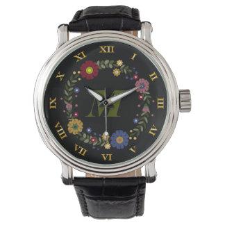 黒のシンプルな花のリースのモノグラムのなイニシャル 腕時計