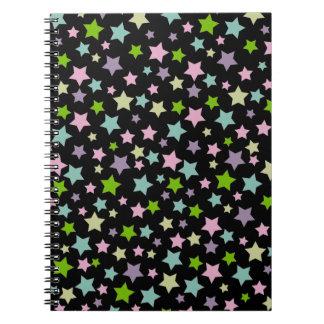黒のパステル調の星パターン ノートブック