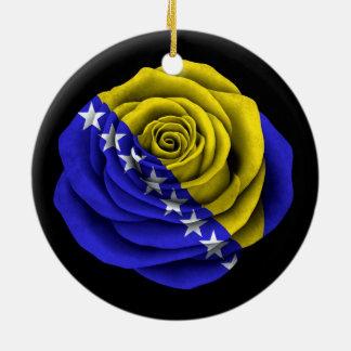 黒のボスニア・ヘルツェゴビナのばら色の旗 セラミックオーナメント