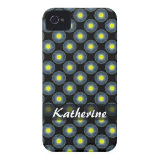 黒の名前入りで黄色い灰色の円パターン Case-Mate iPhone 4 ケース