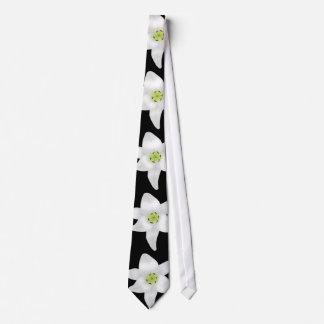 黒の白いユリ ネクタイ