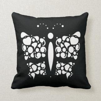 黒の白い蝶 クッション