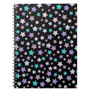 黒の紫色のピンクおよびブルースターパターン ノートブック