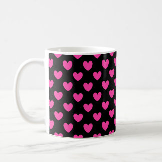 黒の赤紫のピンクのポルカのハート コーヒーマグカップ