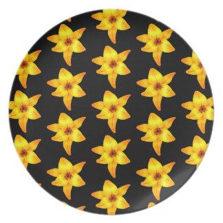 黒の黄色いユリのパターン プレート