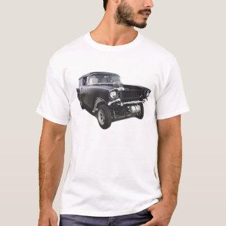 黒の1957年のChevyのセダン配達ワゴンgasserのドラッグ Tシャツ